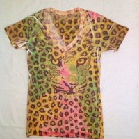 Tuanis — Cheetah Print faded v-neck T-Shirt