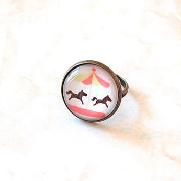 Carousel Adjustable Glass Ring