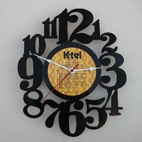 Handcrafted vinyl record clock by vinylclockwork on Etsy