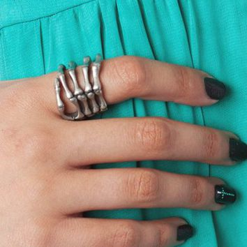 skeleton-hand-ring GOLD SILVER - GoJane.com