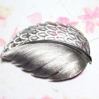 Vintage Large Silvertone Leaf Brooch