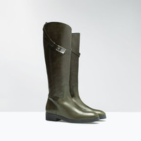 Flat leather boot with detailing