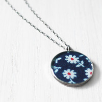 Daisy Necklace - 1940s floral fabric navy blue flowers resin charm on delicate sterling silver chain - vintage fabric jewelry