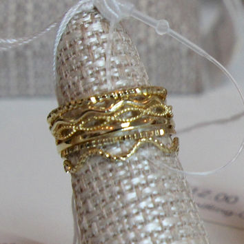 Set of Six Textured Rings - Gold – H.C.B.