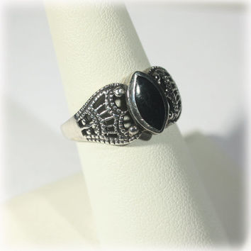 Pierced Sterling Ring with Black Onyx Stone Size 7 1/2