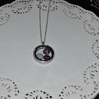 Beautiful Glass Floating Charms Locket Necklace
