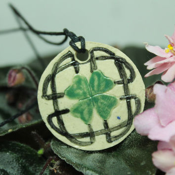 Aromatherapy pendant Celtic Knotwork Celtic Shamrock AT16