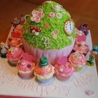 Alice in Wonderland Cake and Cupcakes | Cute Cakes | CutestFood.com
