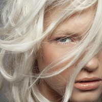 Crystal-Glynn-platinum-hair-color-4