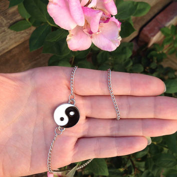 Simple yin yang 90s chain mid choker necklace