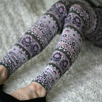Grey leggings with floral ornaments