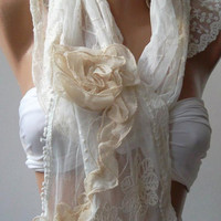 Pearl White / Elegan- Shawl / Scarf with Lace Edge.Roses.