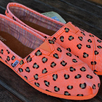 Fluorescent Orange Palmetto Women&#x27;s Classics Leopard print TOMS