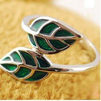 Woodland Fantasy Leaf Ring Size 6