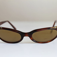 Sale - 1950s Rhinestone Cat Eye Brown Sunglasses. Mad Men Fashion. Hollywood. Office. Resort. Summer. Fall. Back To School. Size Small