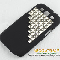Silvery Stud Pyramid And Black Hard Case Cover For Samsung Galaxy S3 i9300 MB666