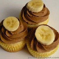 Jacki's Bento Blog: Chocolate & Banana Cream Cupcakes