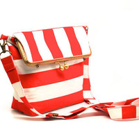 Red stripes kisslock shoulder bag