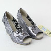TOMS PEWTER SEQUINS WOMEN'S WEDGES