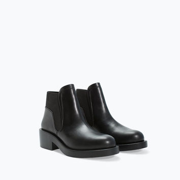 Flat bootie with elastic side