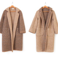 Vintage 1950s Reversible Tweed Women's Clutch Coat - Oversized Houndstooth Check English Beige Wool Overcoat - Size Medium