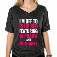 I'M OFF TO CLUB BED FEATURING DJ PILLOW AND MC BLANKY T-SHIRT (PNK WHT 3121311)