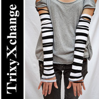 TRIXY XCHANGE - Fingerless Gloves Arm Warmers Covers Bands Cuffs - Striped Black White Mummy Tassels Bandage - Halloween Costume Steampunk