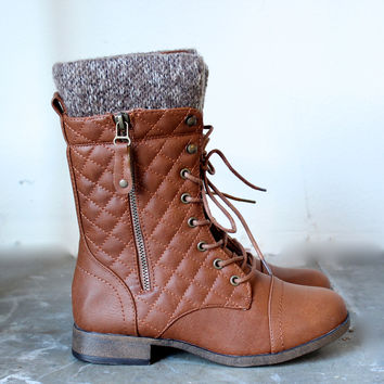 alpine quilted sweater boots , cognac