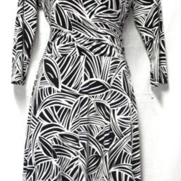 STUNNING EN FOCUS STUDIO BLACK WHITE V-NECK RAUNCHED GATHERED SIDE DRESS SIZE 8