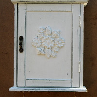 KEY BOX, KEY Cabinet,  key organizer, Wall Hanging Keys Hanger - Cream Shabby Chic Key Holder