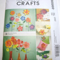 New McCalls pattern Craft fabric flowers by Jennifer Lokey mutiple designs and styles