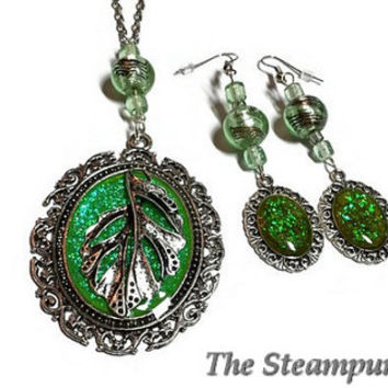 Green Sparkle Necklace and Earrings Set