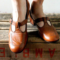 60's Toffee Leather Mary Jane Heels 8B by bumbleebuck on Etsy