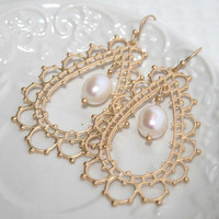 Bohemian gold Teardrop earrings, Gold filigree Oval White Pearl earrings,Boho Chic Bridal Feminine Oriental Laced Earrings