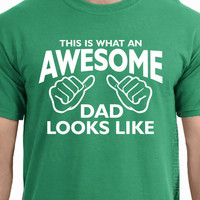 This is what an AWESOME DAD looks like T-shirt Father's Day gift