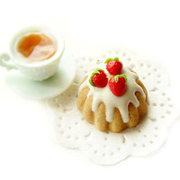 Cake with Strawberries - Dollhouse Miniature Food