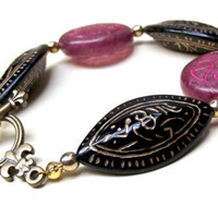 Chunky Beaded Bracelet:  Raspberry Pink & Jet Black Vintage Lucite Fleur de Lis Antiqued Gold Toggle