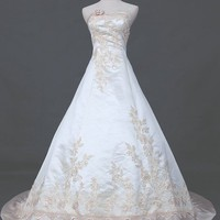 Sweetheart Court Train Satin Weddi.. on Luulla