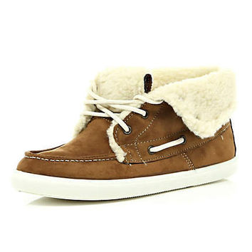 light brown boat boots