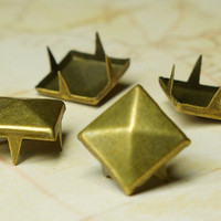 100pcs 12mm Brass Pyramid Stud Metal Studs Item Supplies Leather Chic DIY Punk Rock Goth Jacket Belt Square Bike Spike Street PSB120100