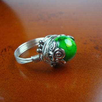 Emerald Green Ring // Birthday Gift Ideas for Her // Wire Wrapped Ring //  Size 8 Ring // (R110)