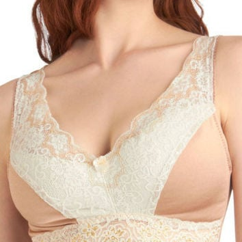 Bold Hollywood Full-Coverage Bra in Gilded Macchiato | Mod Retro Vintage Underwear | ModCloth.com