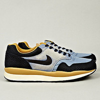 Nike Men&#x27;s Air Safari Vintage Sneaker in blue
