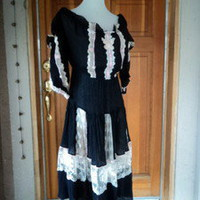 Vintage Mexican Gauze Peasant Dress Off Shoulders Lace Ribbon WENCH Costume 42