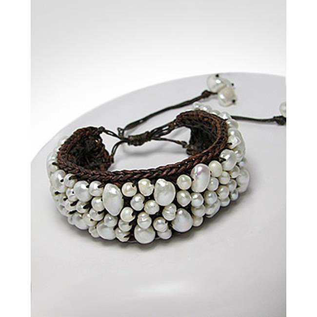 Cotton Modern Mosaic White Freshwater Pearl Pull Bracelet (Thailand)