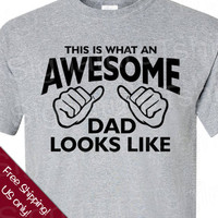 SPECIAL Father&#x27;s Day This is what an AWESOME DAD looks like T-shirt gift small, medium, large, xl