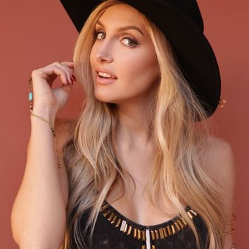 West Coast Wardrobe  Canyon Breeze Hat with Feather Detail in Black
