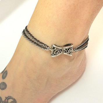 Bow chain anklet / chain jewlery / bow jewelry / foot jewelry / black and silver jewelry / chain anklet / silver anklet