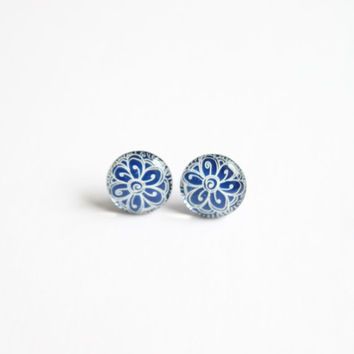 12,5 mm small studs, small stud earrings, blue stud earrings,blue and white, blue earrings, blue studs, blue, flower studs, blue flower