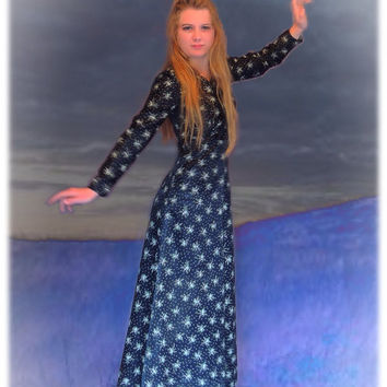 1970s glossy black satin maxi gown with floral clusters / Stevie nicks party dress folk festival / indie boho hippie girl